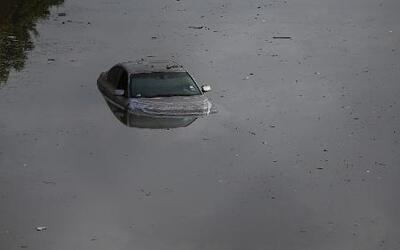 Las inundaciones convirtieron las calles en lagos y ríos en Texas