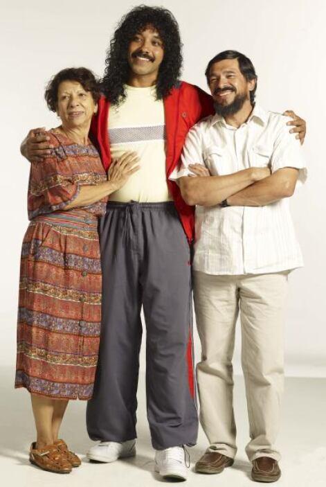 Higuita tiene a su alrededor admiradoras por todos lados, gente que le e...