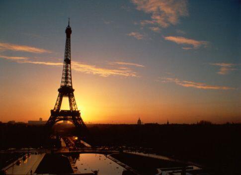 """8. París, Francia. En """"la ciudad de las luces"""" la vivienda, la comida y..."""