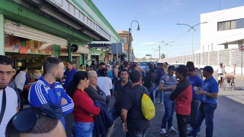 Los cubanos varados se alojan en albergues, casas de migrantes y los que...