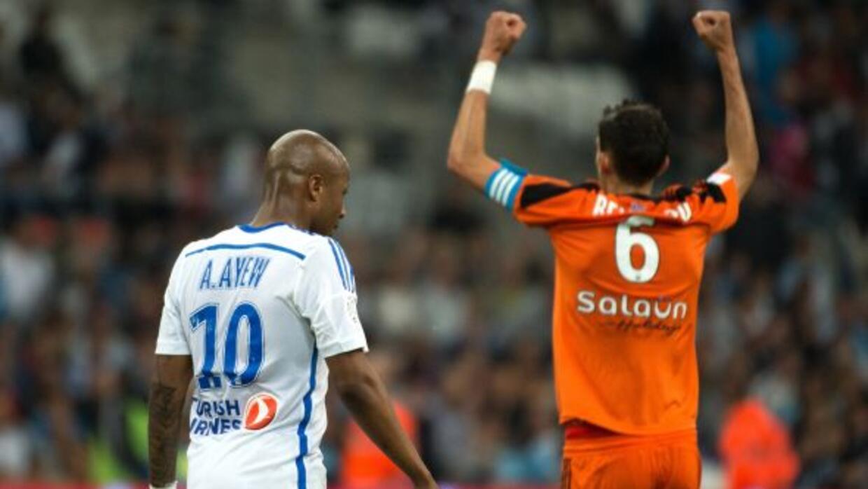 Andre Ayew no podía creer la nueva derrota del Olympique en casa.
