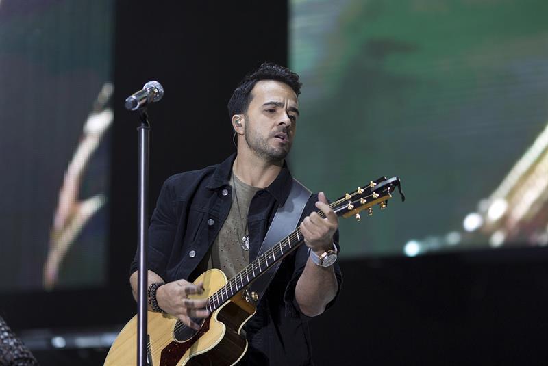 Luis Fonsi cantó 'Despacito', sin Daddy Yankee.