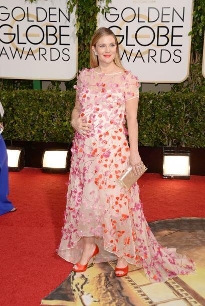 Las flores tampoco pueden faltar aquí, con un vestido tan vistoso...