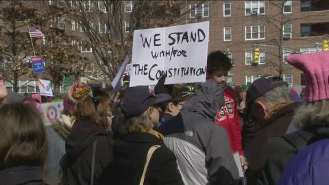 Unas 300 personas protestaron en Nueva York contra las políticas de Dona...
