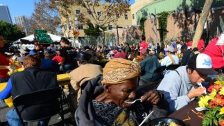 Miles de desamparados recibirán comida y cobijo el Día de Acción de Grac...