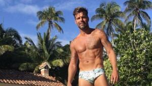Ricky publicó esta foto en traje de baño, mostrando su cuerpaaaazo.