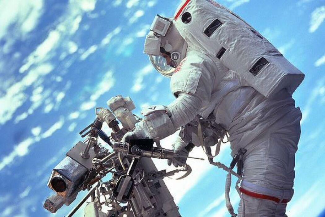 Para celebrar el triunfo de la película 'Gravity' en los premios Oscar,...