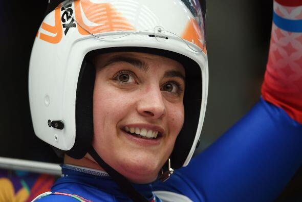 La francesa Morgane Bonnefoy sonríe durante la carrera individual...