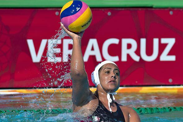 Con  un tanto de diferencia, el equipo mexicano femenil de polo acu&aacu...