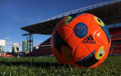 Pelota naranja de la MLS para la Gran Final