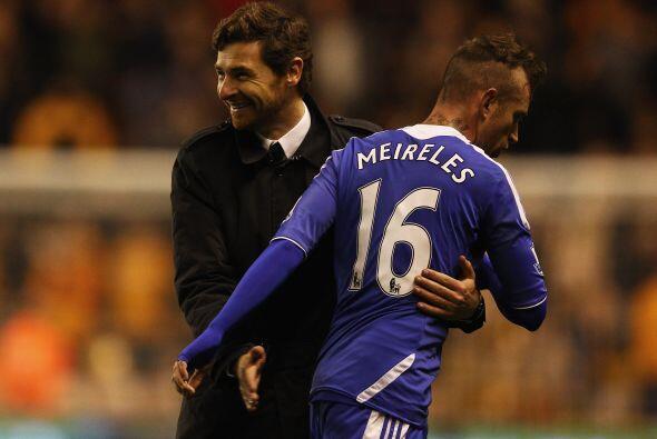El entrenador Villas-Boas se veía contento, al sentir cerca el tr...