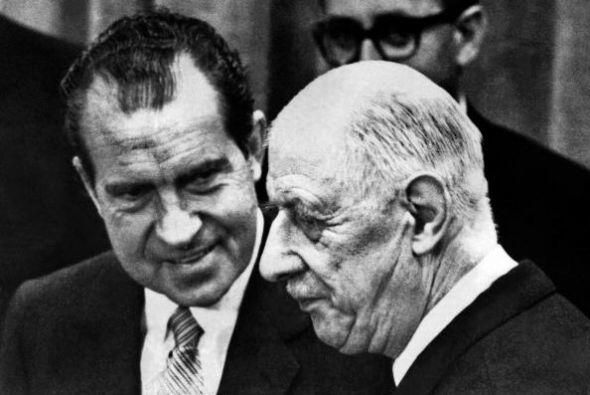 3. El escándalo del Watergate (o Watergate) fue un escándalo político en...