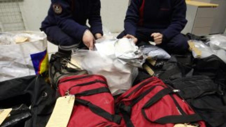 Incautación de heroína en el cargamento de un avión.