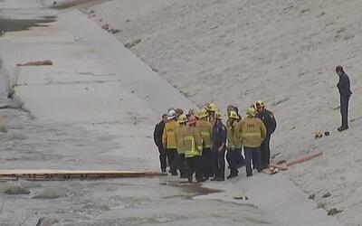 Hallan un cuerpo sin vida en medio del río Los Ángeles