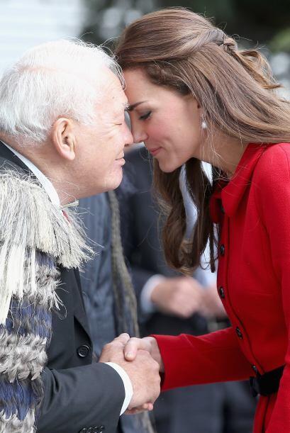 Pero Kate sabe cumplir con porte y orgullo tan importante tarea, ser la...