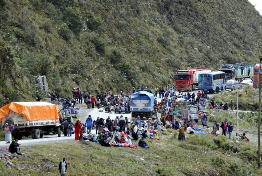 El bloqueo afectó el transporte a las regiones de Nor y Sud Yungas, así...