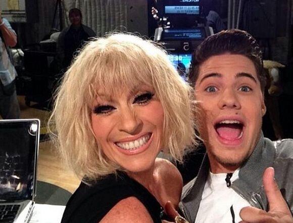 """""""Mi #selfie con @OficialYuri aquí en #DA"""", compartió William Valdes. (Ma..."""