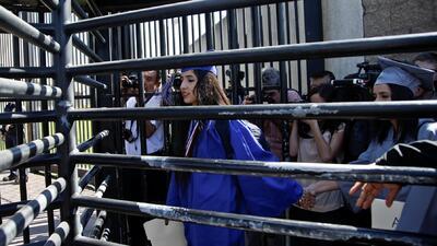 35 detenidos tras desafío al sistema migratorio en la frontera