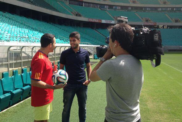Henrique Almeida, el más joven goleador del equipo local, acompañó a Car...