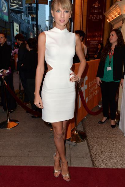 La buena postura de Taylor Swift y las fabulosas piernas que se carga so...