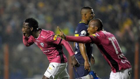 Luis Caicedo festejando uno de sus goles ante Boca Juniors.