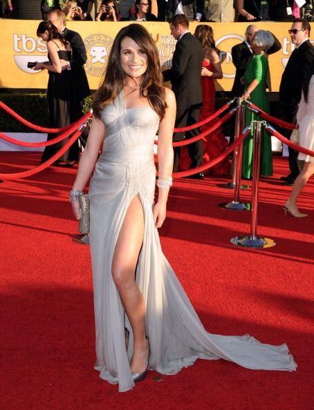 El vestido de Lea Michele de casa Versace  fue sencillamente hermoso y p...