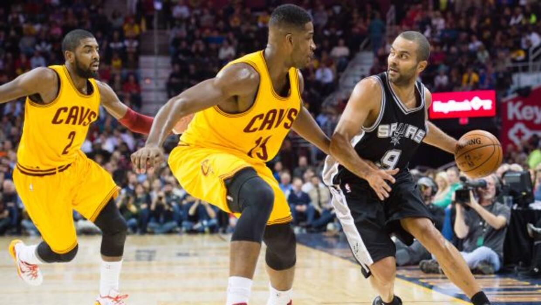 Tim Duncan fue una de las piezas clave en la victoria de los Spurs contr...