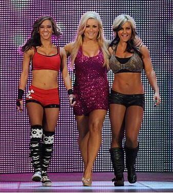 ¡Natalya, hermosa como es su costumbre, apareció junto a A....