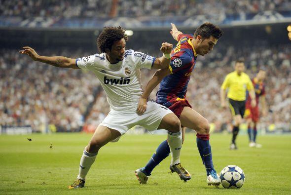 Messi primero por la izquierda y luego Afellay le causaron problemas a M...