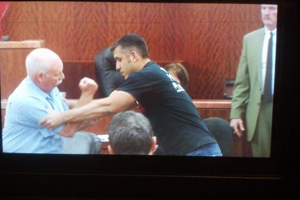 Trujillo pagó una fianza de $100 mil dólares para estar en libertad mien...