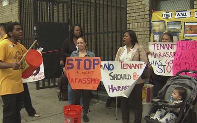 Inquilinos de El Bronx demandan a su casero por las malas condiciones de...