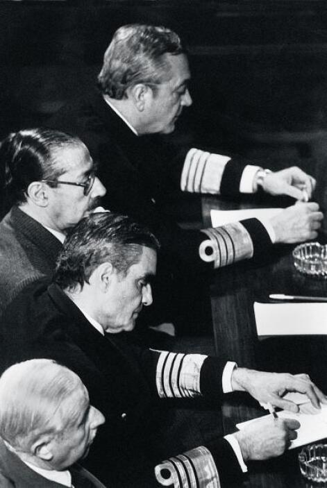 El ex jefe de la Armada fue condenado a reclusión perpetua en 1985 por v...