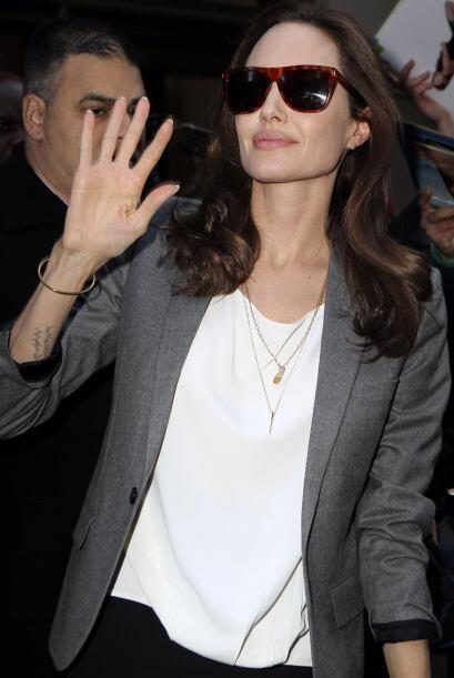 Lo más gracioso o raro del asunto, es que la actriz no usa su argolla de...