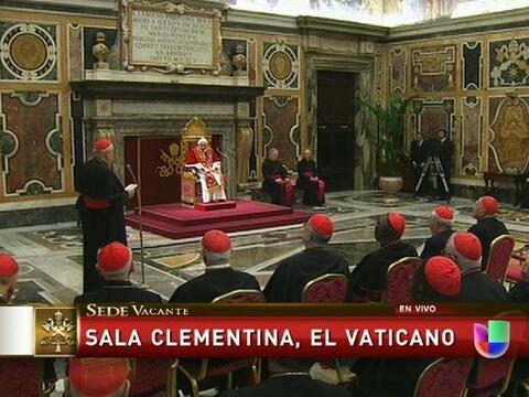 Antes de abandonar el Palacio Apostólico, Benedicto XVI se despid...