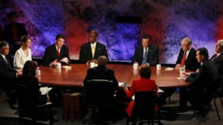 Los precandidatos debatirán con sus propuestas económicas este martes en...