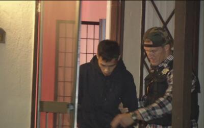 Arrestan a dos hombres sospechosos de operar un burdel junto a una prepa...