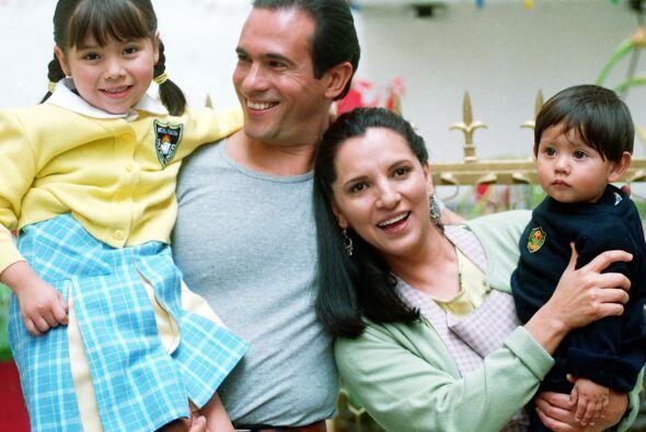 Julián y Estela, son los padres de Citlali y el pequeño Be...