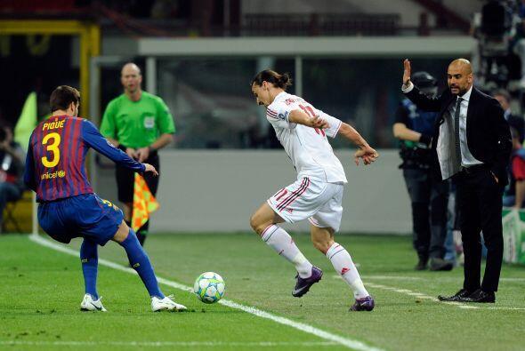 Piqué se encargó de anular a su amigo Ibrahimovic, mientras lo veía el '...