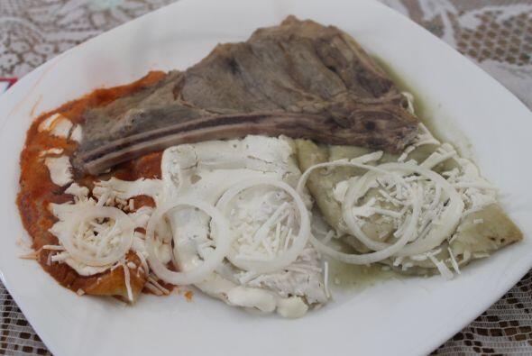 o ¿qué tal unas buenas enchiladas tri-color con un trozo de costilla?