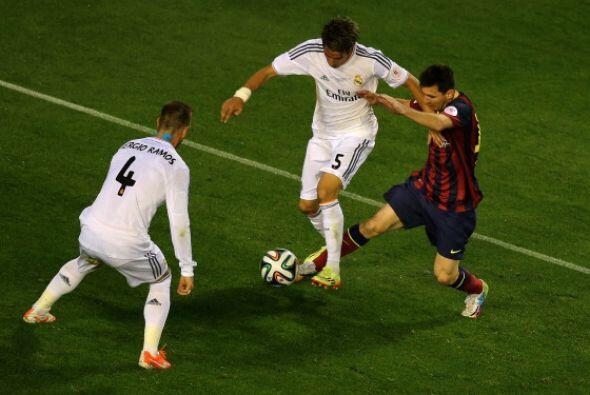 Messi fue un fantasma en la primera mitad. Recibió pocos balones...