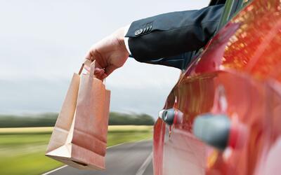 Botar basura en la calle o hacer un cruce prohibido podría causarle líos...