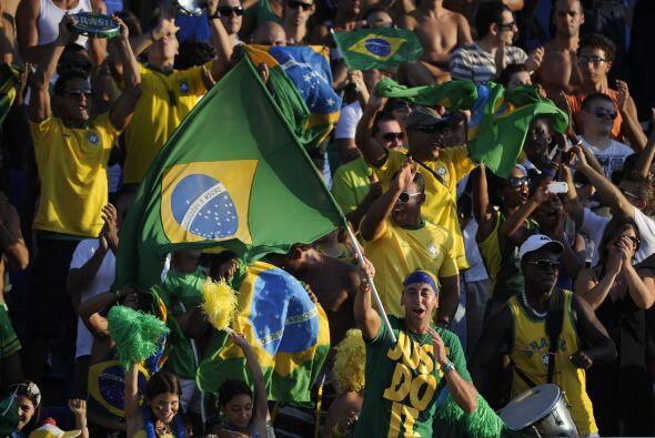 A propósito, estos hinchas son del otro Brasil, el del Mundial de...