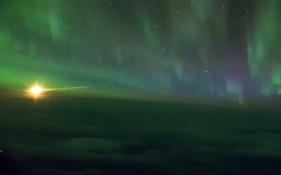 Pasajeros disfrutan de un show de colores abordo un vuelo de Nueva Zelanda