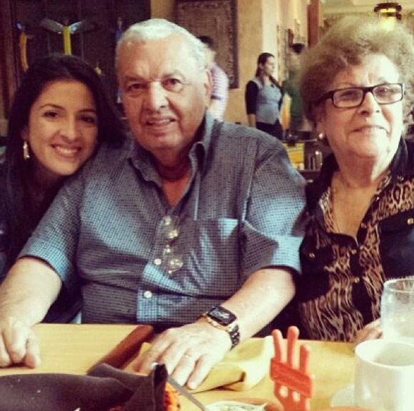 """Disfrutando a los abuelos Medina"", mostró Maity. (Diciembre 26, 2013)"