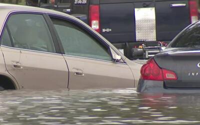 Calles intransitables por las inundaciones repentinas en el suroeste de...