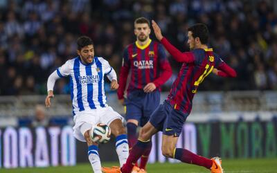 Carlos Vela durante un partido de la Real Sociedad ante el Barcelona.