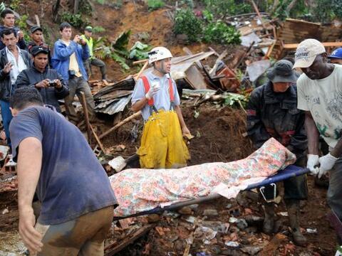 Las autoridades dijeron que las fuertes lluvias son las que provocan los...