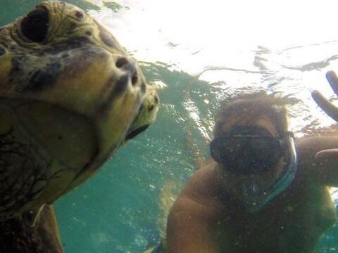 Raúl de Molina no ha parado de presumirnos sus vacaciones en Hawaii.