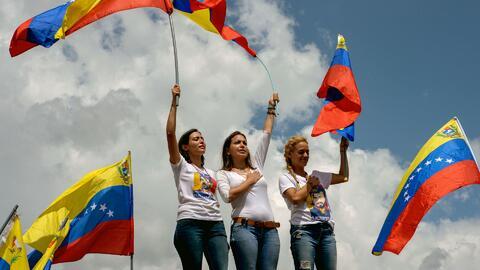 Mujeres venezonalas marcharon contra la suspensión de firmas del referen...