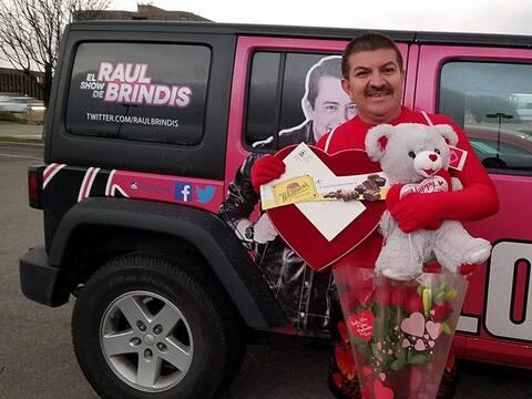 Una visita de 'Leyenda' en el show de Raúl Brindis 16684279_101551175583...
